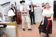 Bletting - Slovak Folklore music and dance with Slovak dancers