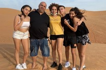 Found a mobile phone in Dubai Dune — and from there everything fell into place - Amizur Nachshoni