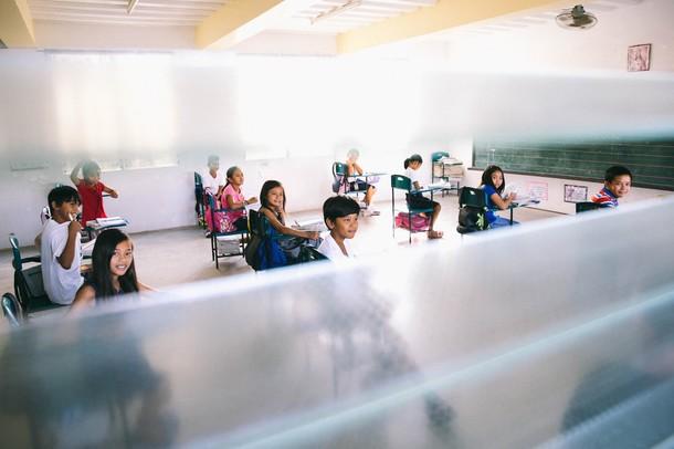 Amizur Nachshoni in class students
